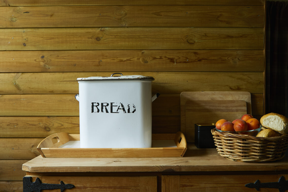 Bread bin with fruit bowl